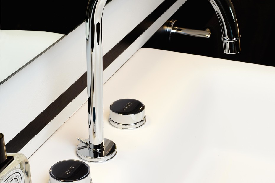 Savoy basin mixer with high spout