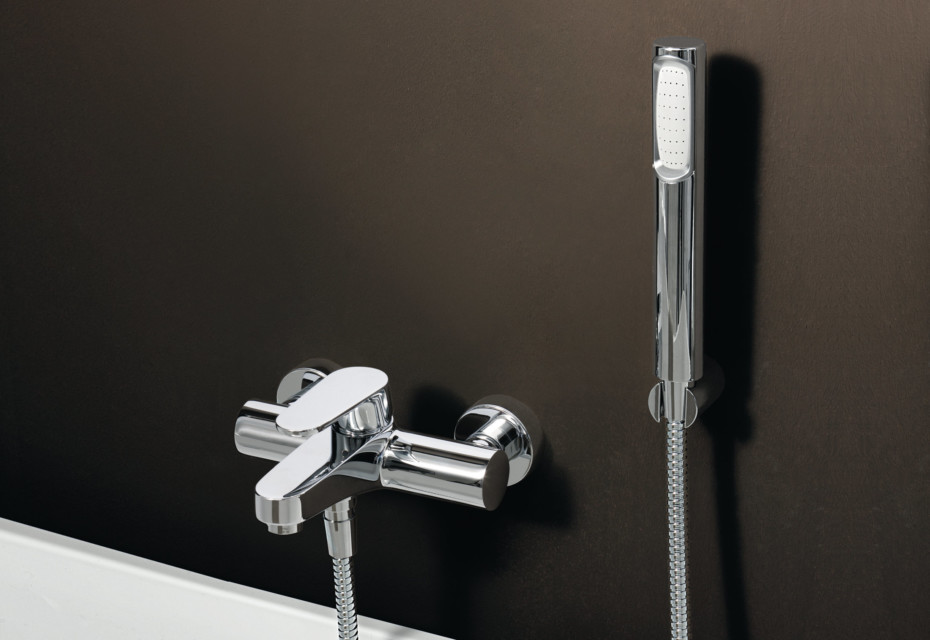 Sun exposed bath-shower single lever mixer