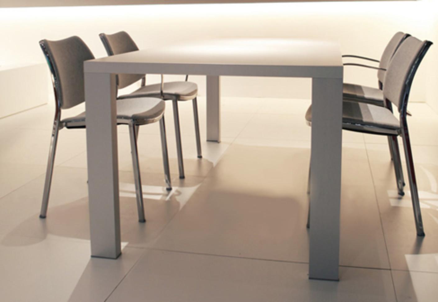Deneb HPL Tisch von STUA  STYLEPARK