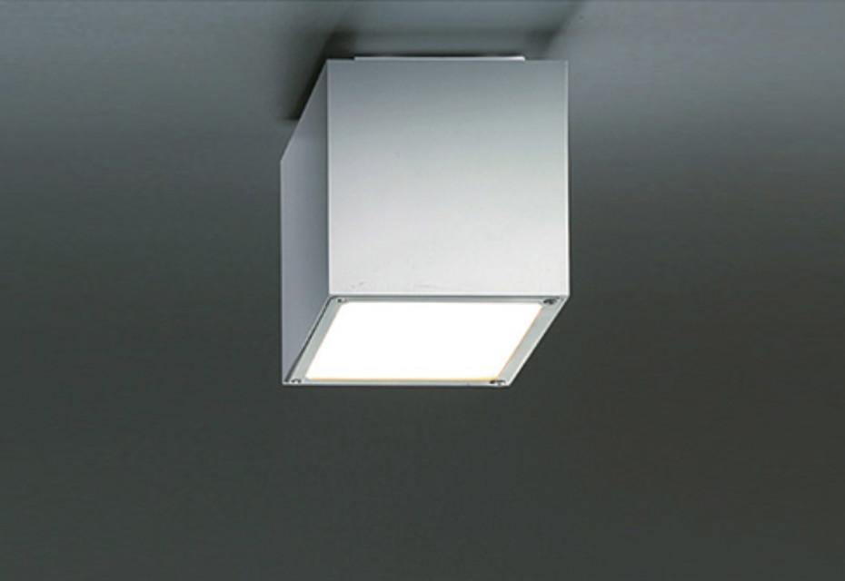 Q-BO ceiling light