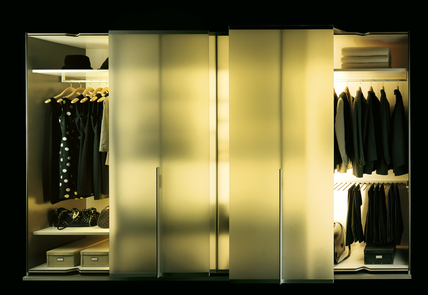 Leva wardrobe frosted glass by team by wellis stylepark for Team by wellis