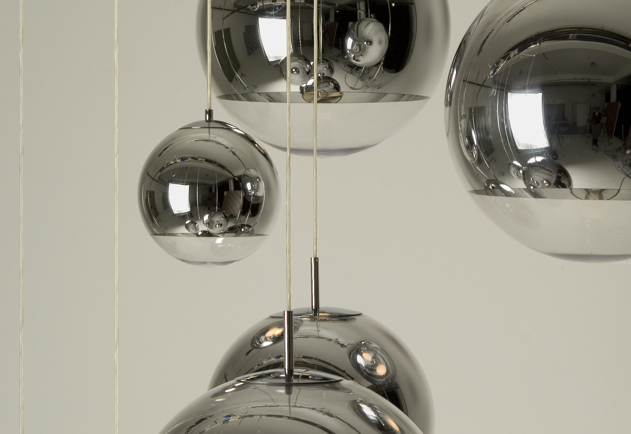 mirror ball pendent by tom dixon stylepark. Black Bedroom Furniture Sets. Home Design Ideas