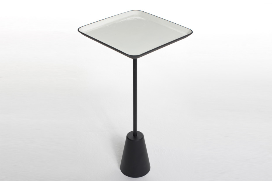 Spot table white square