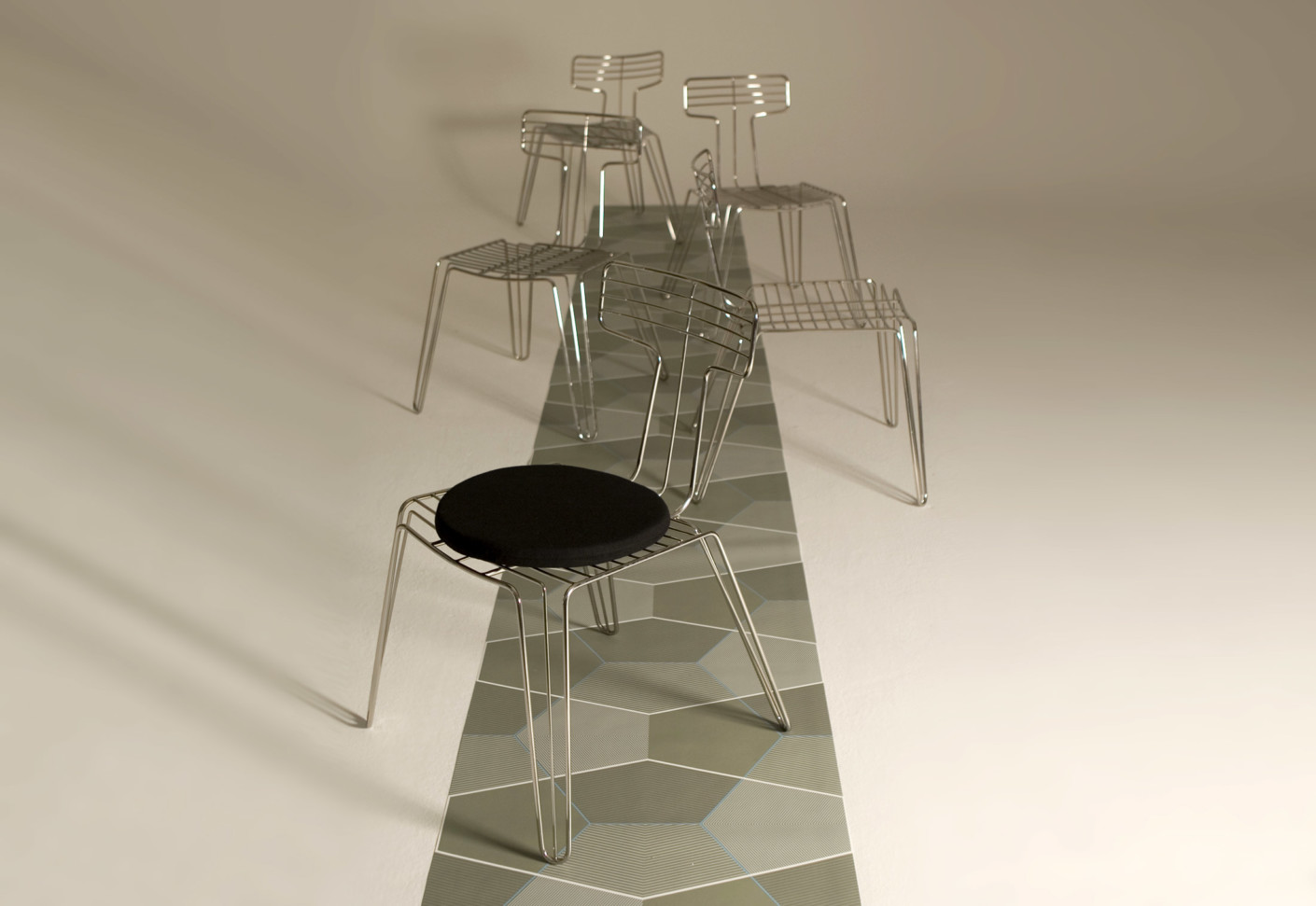 Wire dining chair by tom dixon stylepark for Dining at at t center