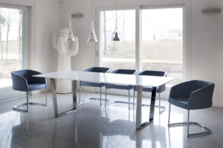 U. Table  by  Tonon