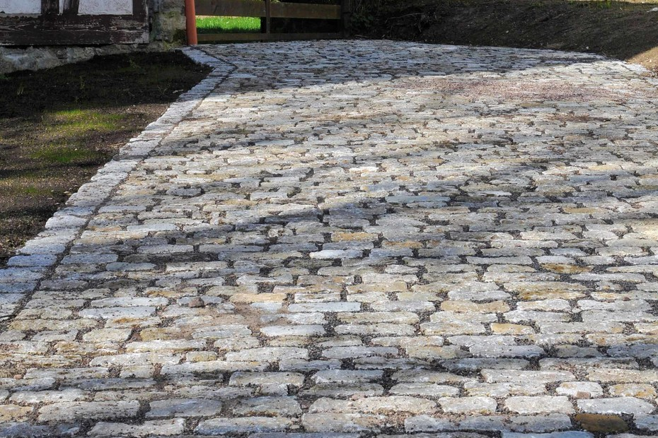 Memphis shell limestone paving