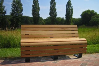 Cantilever-bench Liberte  by  UNION - public & street furniture