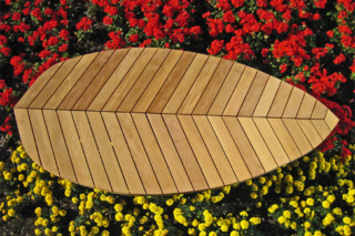 Leaf-seat Folio  by  UNION - public & street furniture