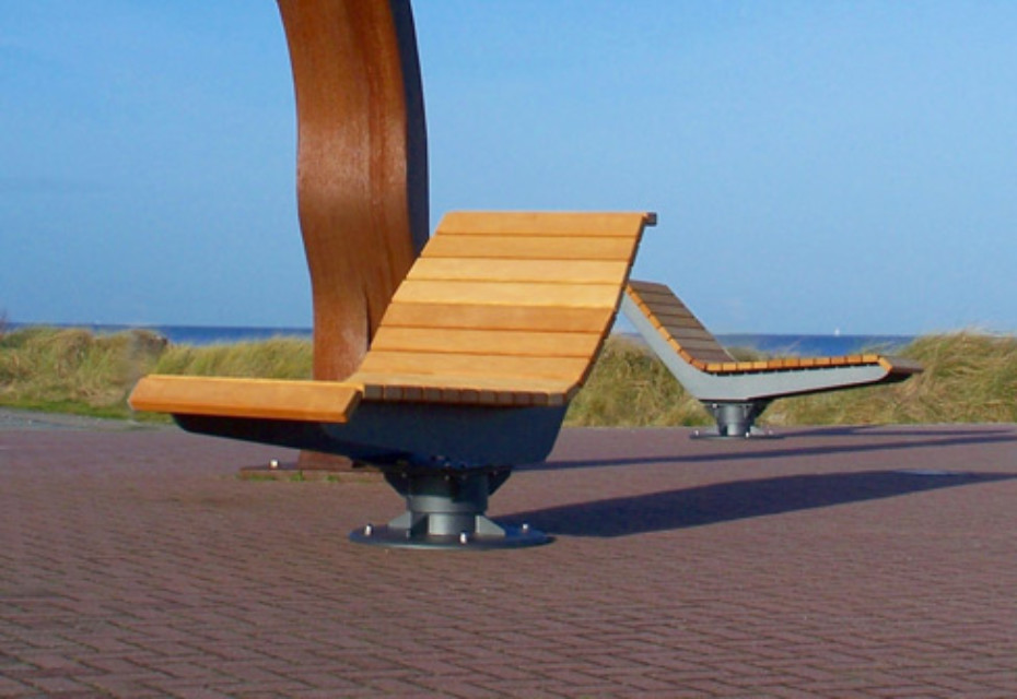 Rotating lounger
