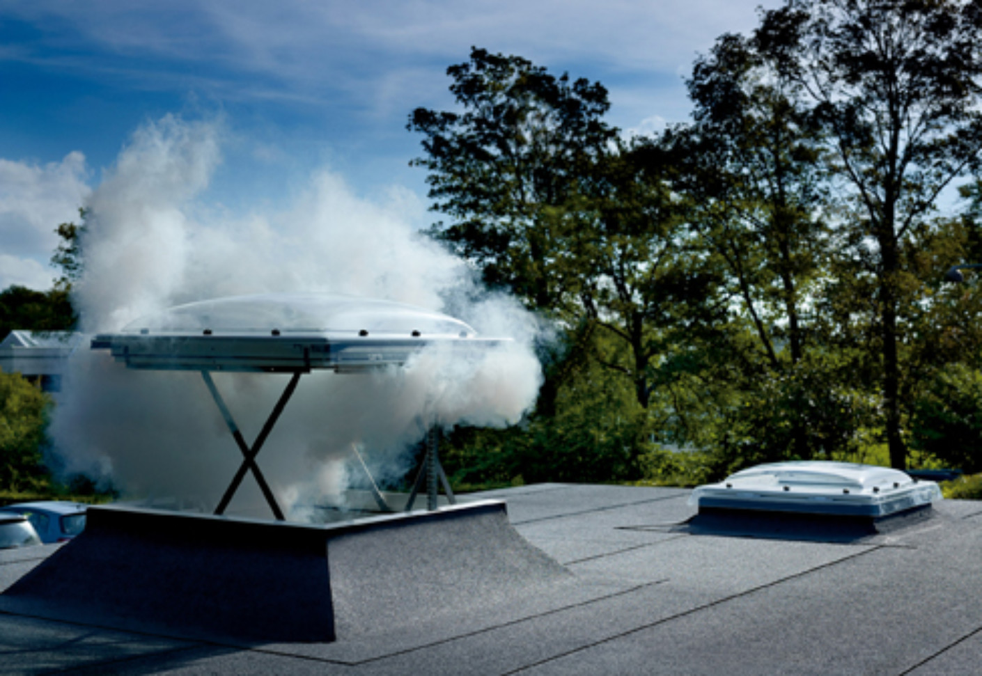Flat roof light with automatic openable vent csp by velux - Fenetre coupole velux prix ...