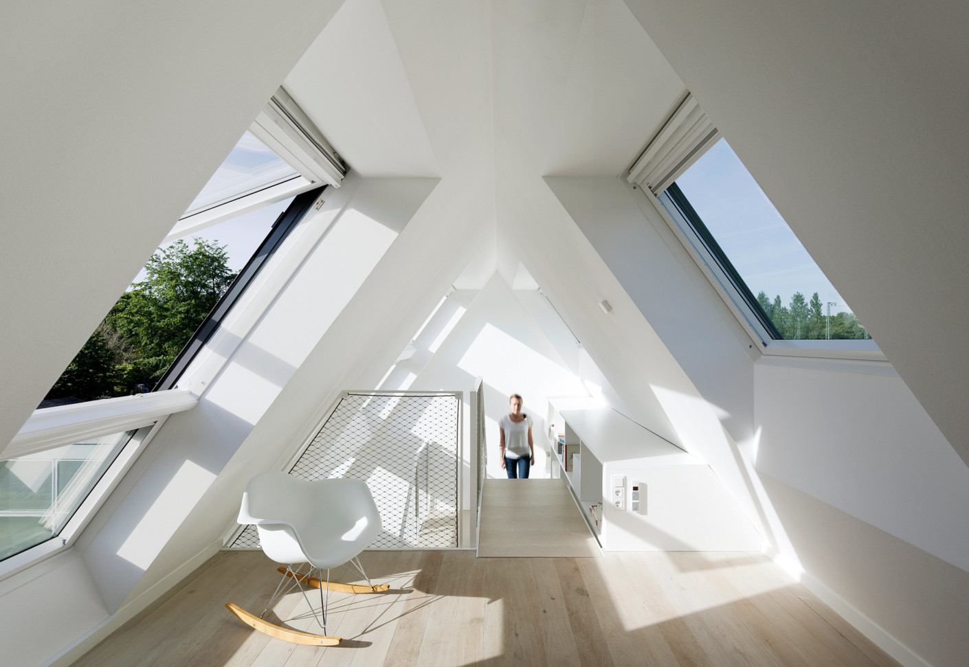 roof window lichtaktiv house by velux stylepark. Black Bedroom Furniture Sets. Home Design Ideas