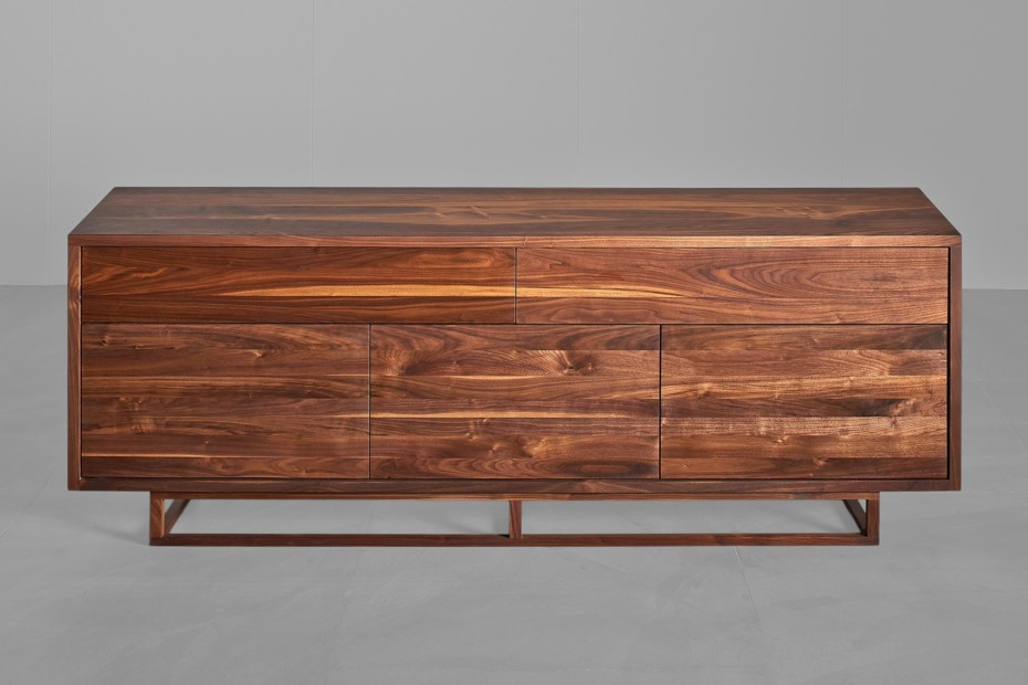 Linea sideboard with stand