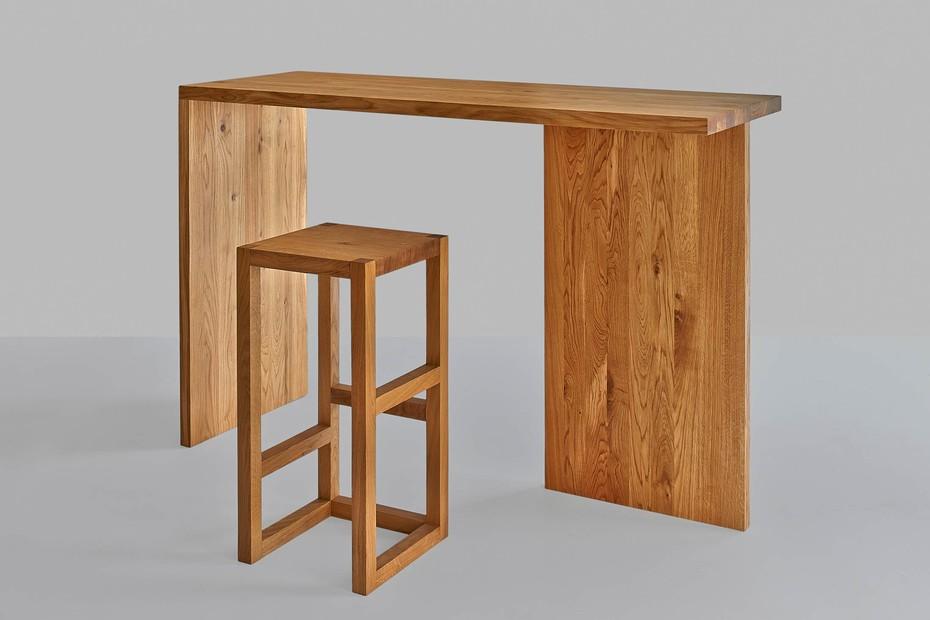 Mena bar table