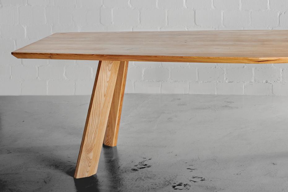 Rhombi Tisch