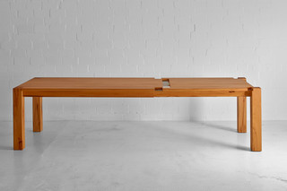 Taurus expandable table  by  vitamin design