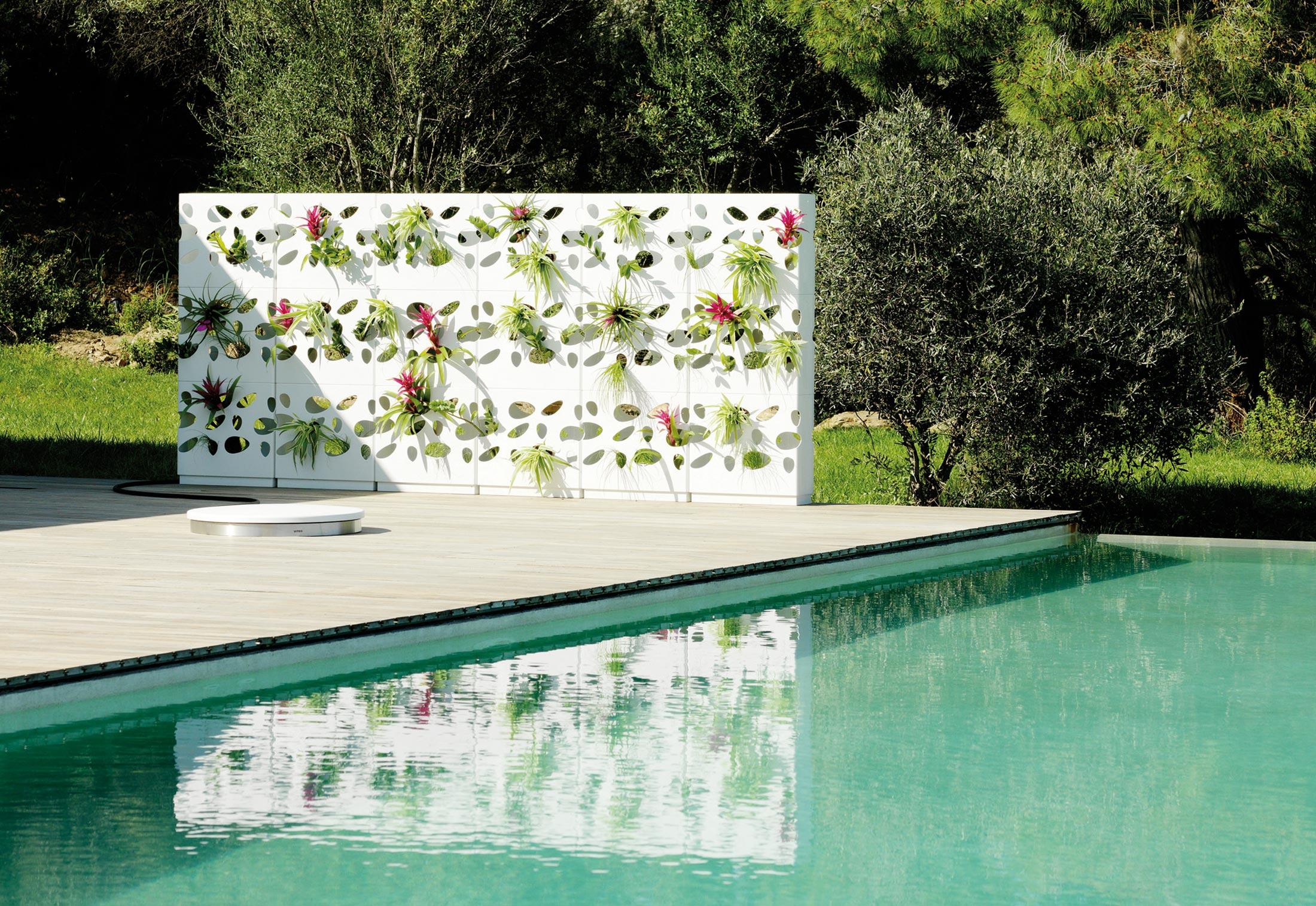 ... Urban Garden Wall ...