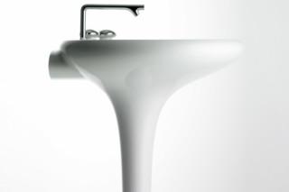 Istanbul Waschtisch mit angeformter Standsäule  von  VitrA Bathroom