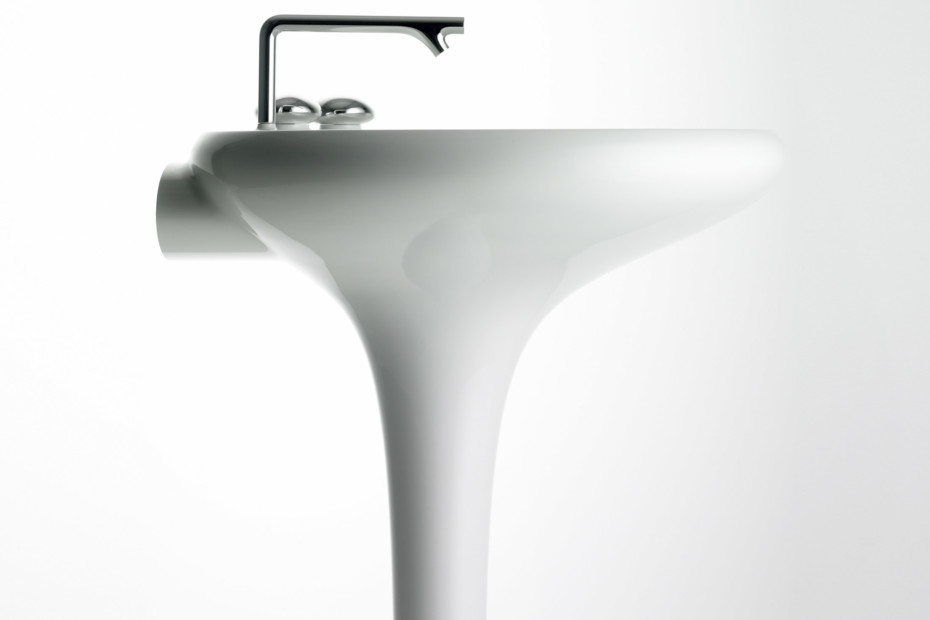 Istanbul washbasin with integrated pedestal