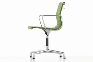 Aluminium Chair EA 103  von  Vitra