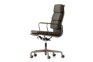 Soft Pad Drehstuhl dark chrome  by  Vitra