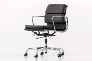 Soft Pad swivel chair  by  Vitra