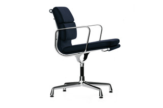 Soft Pad with armrests crossed leg  by  Vitra