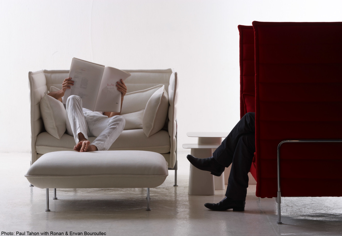 alcove love seat von vitra stylepark. Black Bedroom Furniture Sets. Home Design Ideas