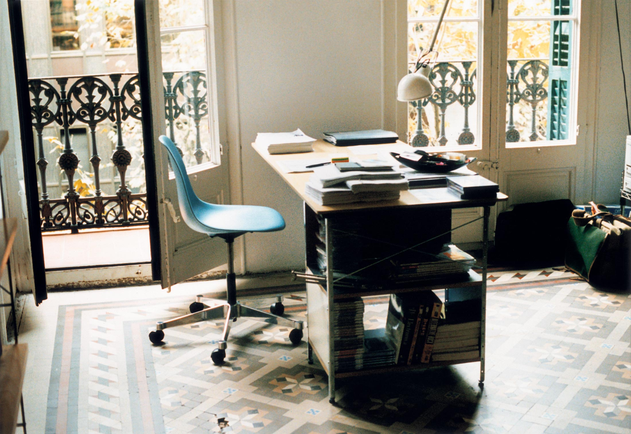 furniture henry miller ingenuity new office unbeatable chair eames chairs aeron desk most herman