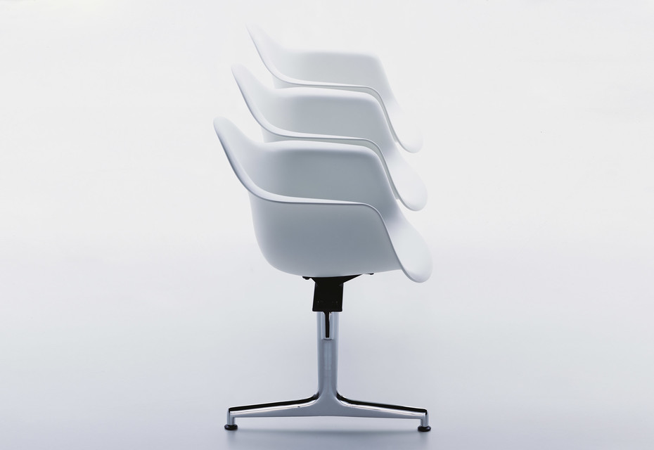 Eames Plastic Armchair on stretchers with armrests