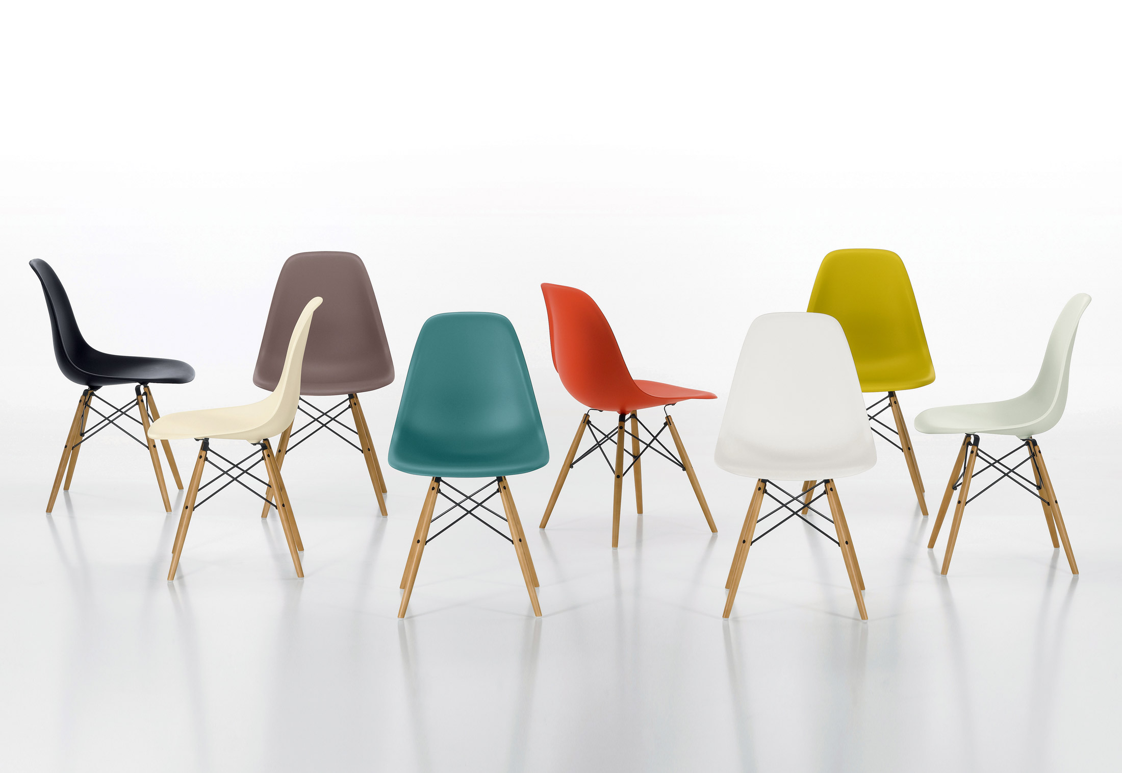 Eames Plastic Side Chair DSR by Vitra | STYLEPARK