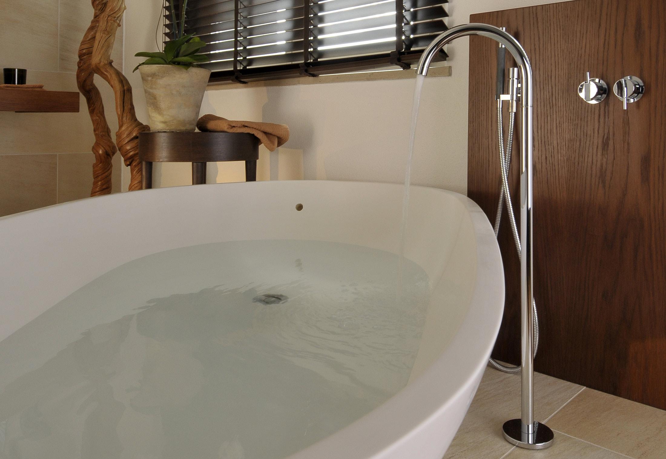 vola armaturen mezclador monomando empotradou with vola armaturen follow us with vola. Black Bedroom Furniture Sets. Home Design Ideas