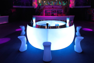 Fiesta bar round  by  VONDOM