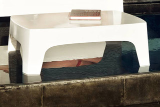 Solid table  by  VONDOM
