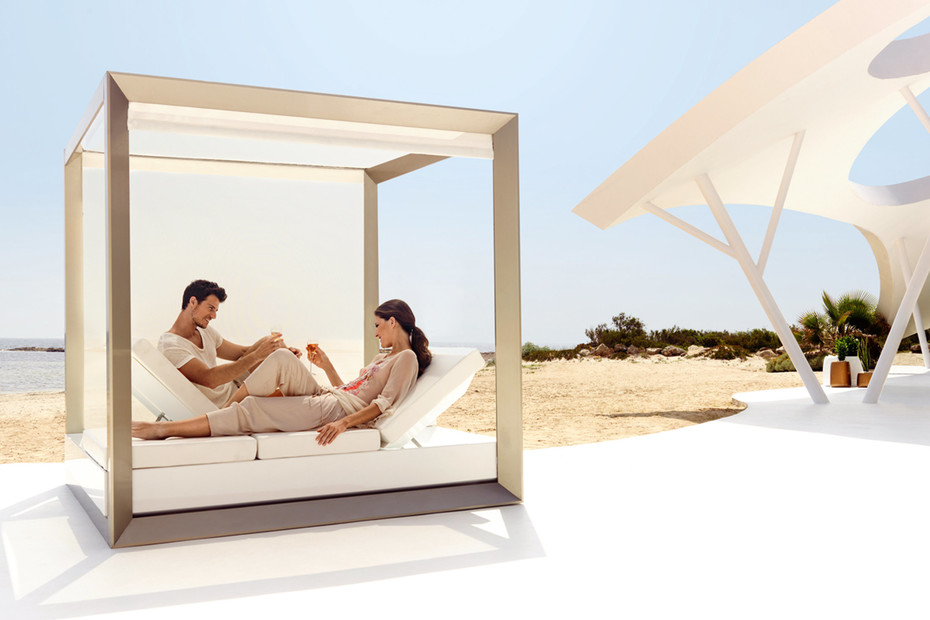 Vela Daybed with sunshade