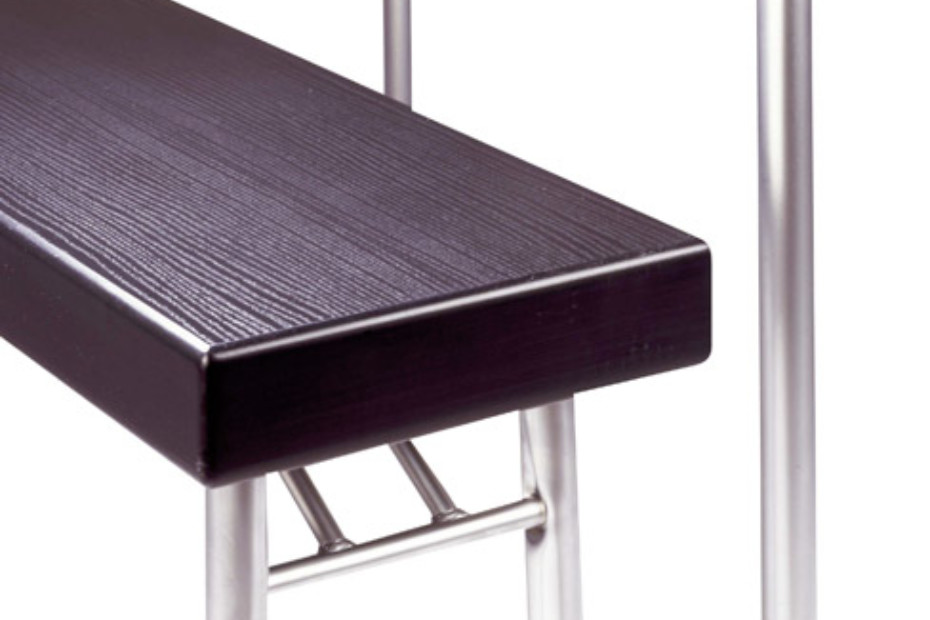 S 319 retractable bench