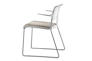 Aline skid-base with armrests  by  Wilkhahn