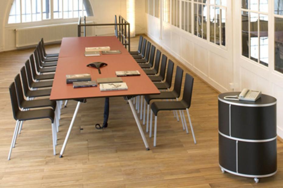 WOGG TIRA studio table
