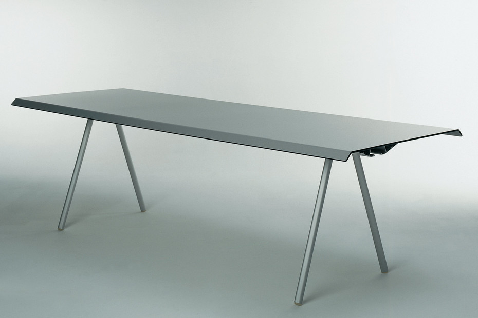 WOGG TIRA studio table